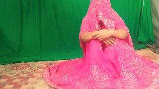 नई नवेली भाभी को घोड़ी बनाकर pink साडी में चोदा साफ हिंदी आवाजो में