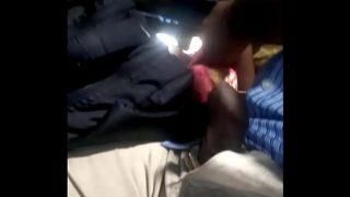 बस में जवान लड़के ने आंटी की चूत गीली कर दी xxx